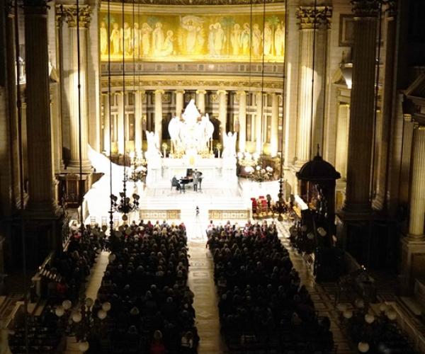 recital-ave-maria-de-rouben-elbakian-donne-a-l-eglise-de-la-madeleine-au-profit-du-secours-catholique-9DF9D36B7-6833-C8C3-D523-6F6E5C3EE2E6.jpg